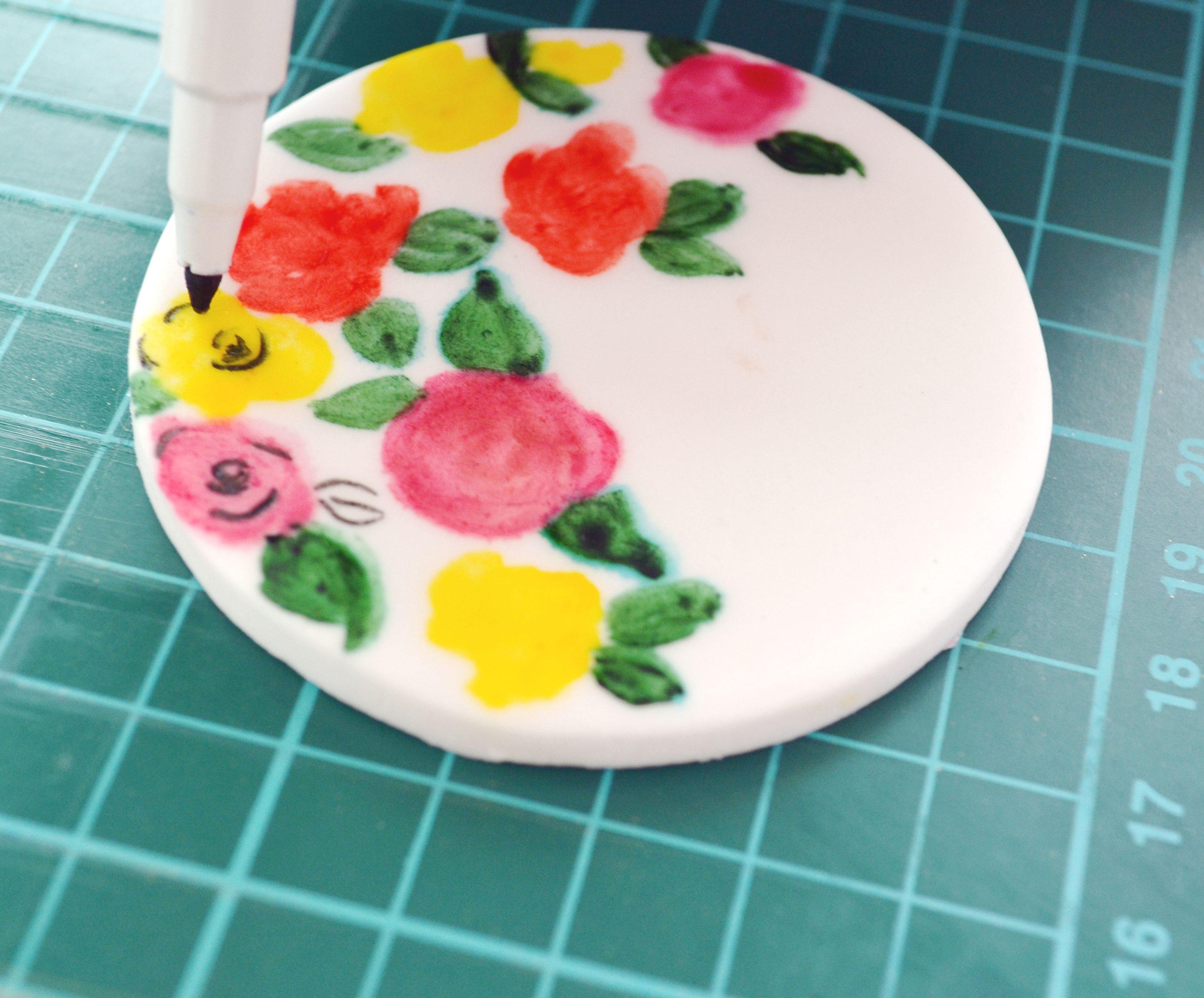 edible-pen-cupcake-decoration