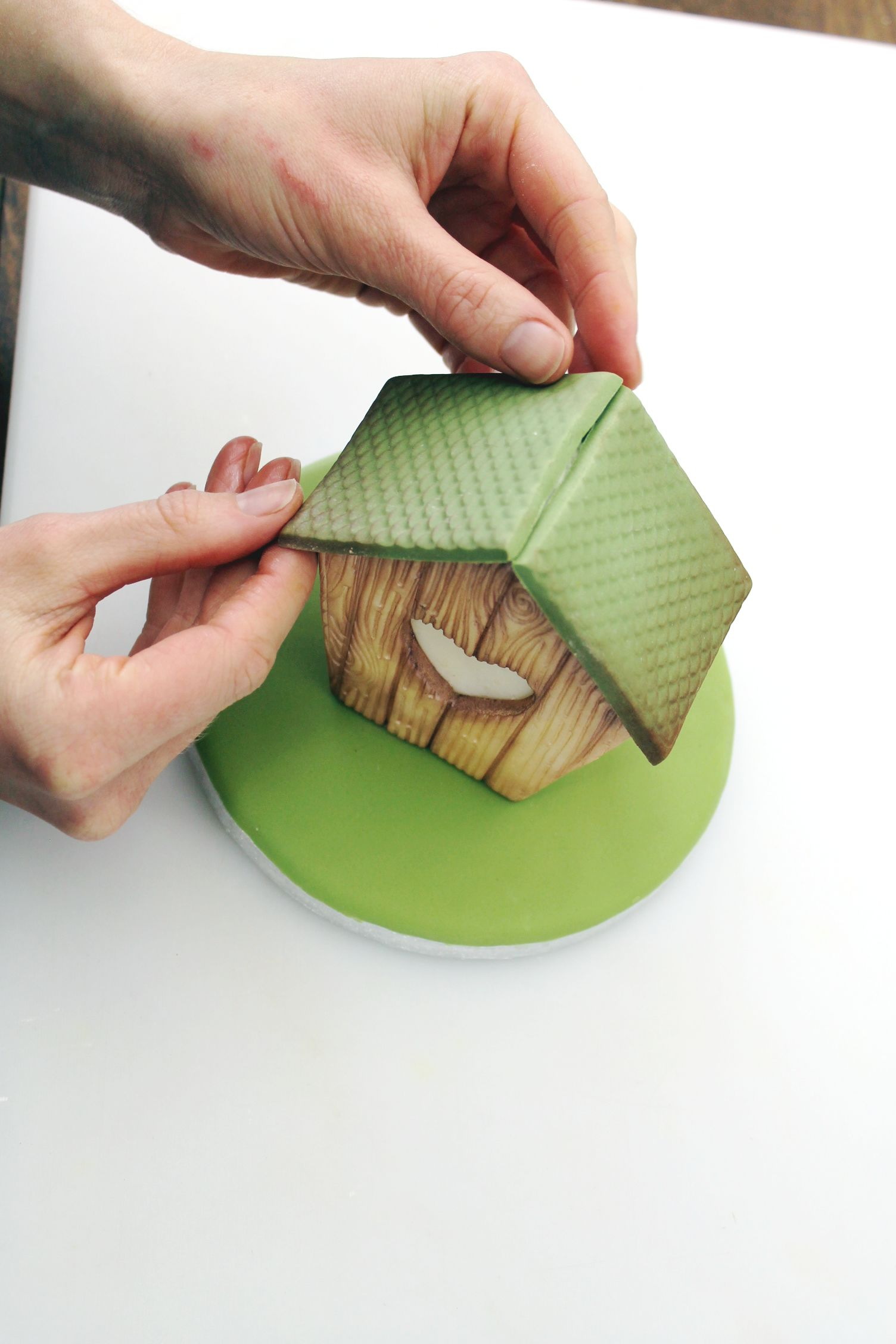 How to Make a bird house cupcake
